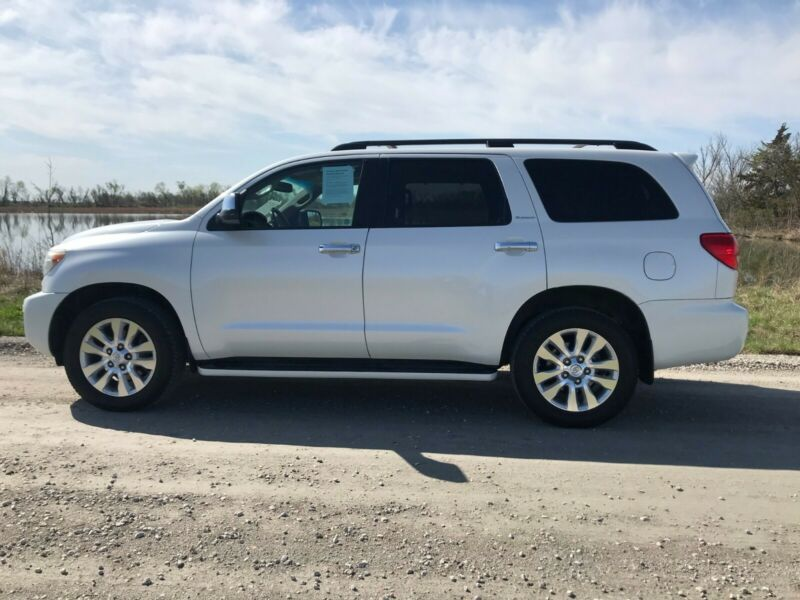 5TDYY5G19AS027977-2010-toyota-sequoia