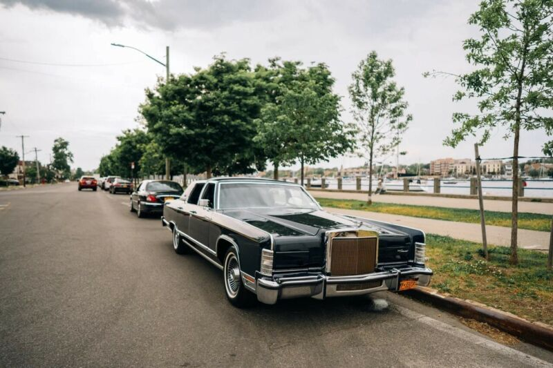 9Y82S731584-1979-lincoln-continental