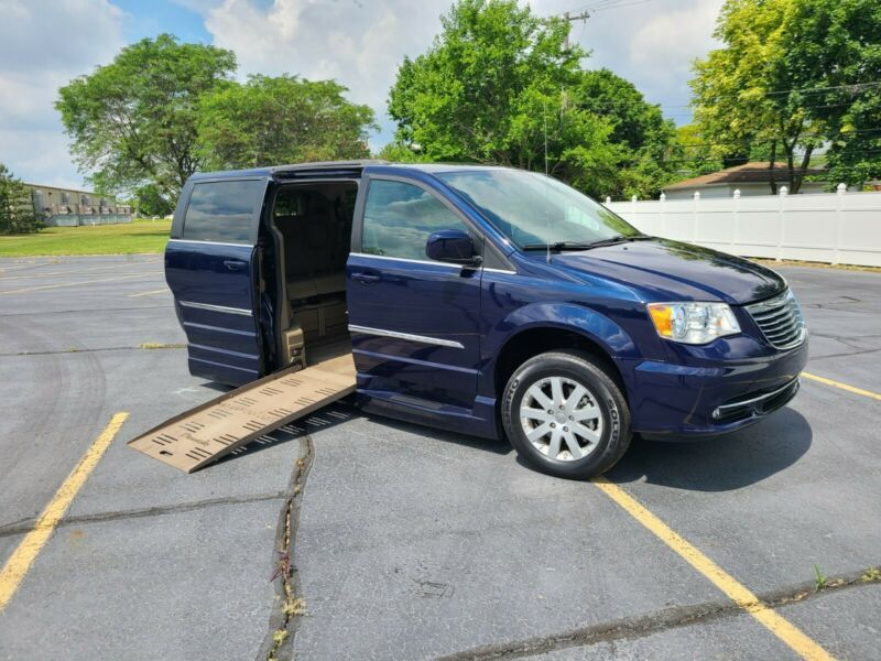 2C4RC1BG5GR287608-2016-chrysler-town-and-country
