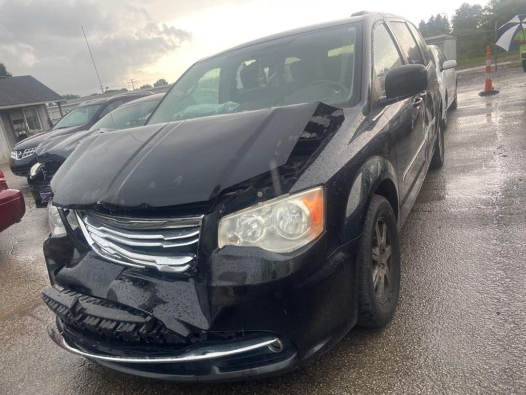 2A4RR5DG2BR638626-2011-chrysler-town-and-country