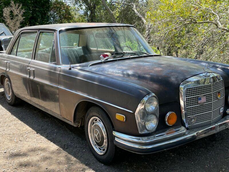 10806812011548-1972-mercedes-benz-280sel