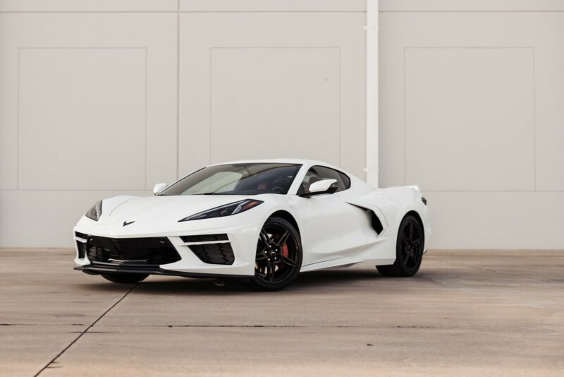 1G1YB2D46M5125172-2021-chevrolet-corvette-0